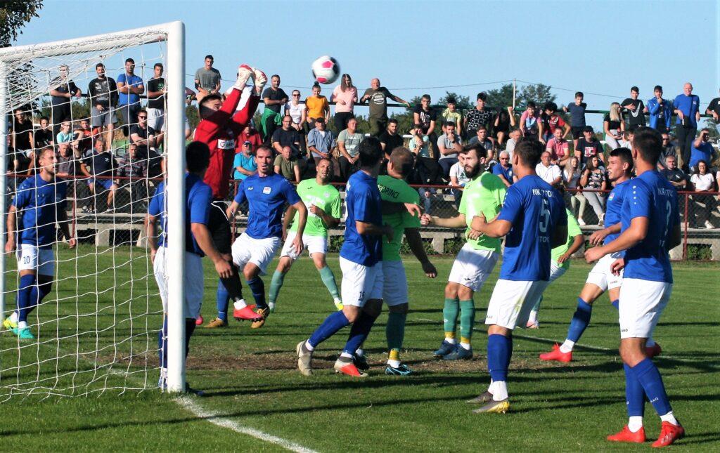 Otočani (plavi) su domaćini Borcu iz Kneževih Vinograda, a Jarminčani (zeleni) dočekuju Grabovac. FOTO: DB
